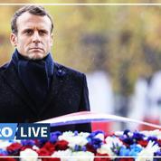 Emmanuel Macron dépose une gerbe sur la tombe du soldat inconnu
