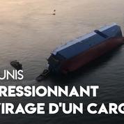Les images impressionnantes du chavirage d'un cargo de 200 mètres