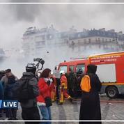 «Gilets jaunes» : venus éteindre le feu, les pompiers caillassés et insultés
