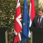 Après sa rencontre avec Johnson, le premier ministre luxembourgeois à côté d'un pupitre vide en conférence de presse