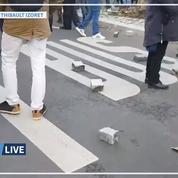 Réforme des retraites: du mobilier urbain arraché à Paris