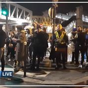 Les images de la manifestation contre Macron devant un théâtre parisien