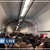 Grève RATP: les couloirs du métro parisien bondés