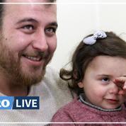 Un père syrien fait rire sa fille face aux bombes