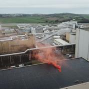 Greenpeace a déposé un fumigène sur le site nucléaire de La Hague