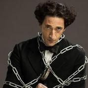 Houdini : Adrien Brody fait parfaitement illusion