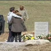 Crash A320 : les familles des victimes continuent d'arriver sur place