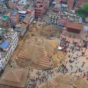 Un drone filme le centre de Katmandou dévasté