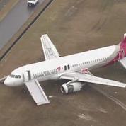 Japon : un avion rate son atterrissage, 27 blessés