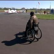 Pilote et paraplégique : les danses dans le ciel de Dorine Bourneton