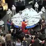 Un vaisseau de Star Wars construit avec 250 000 briques de Lego