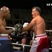 Mitt Romney et Evander Holyfield face à face sur un ring