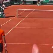 Novak Djokovic détruit sa raquette de rage
