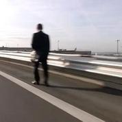 Grève des taxis à Roissy: des voyageurs terminent leur chemin à pied