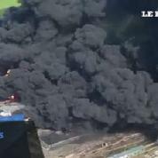 Kiev : le dépôt de pétrole toujours en flammes