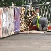 Paris: les cadenas d'amour retirés du pont des Arts