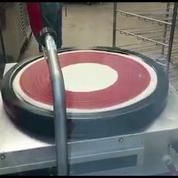Un appareil pour étaler parfaitement la sauce tomate sur les pizzas