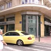 De plus en plus de Grecs retirent leur argent par crainte d'un contrôle des capitaux