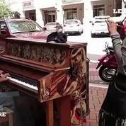 Donald Gould, le SDF pianiste qui émeut la toile
