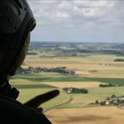 14 juillet: dans les airs à bord d'un hélicoptère Caracal