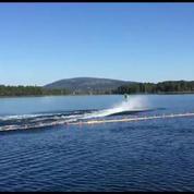 Il réalise un salto arrière en jet-ski à plus de 20m de haut