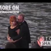 Mylène Farmer et Sting s'embrassent langoureusement sur les quais de Seine