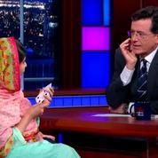 Malala Yousafzai, Prix Nobel de la Paix..et magicienne chez Stephen Colbert