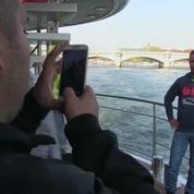 Pause tourisme à Paris pour des réfugiés