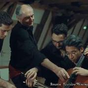 Ils jouent le Boléro de Ravel à quatre sur un violoncelle