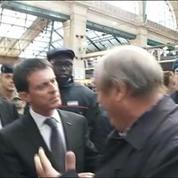 Manuel Valls interpellé par un père à la recherche de sa fille
