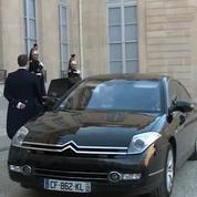 François Hollande reçoit Nicolas Sarkozy à l'Elysée