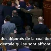 Une bagarre éclate entre des députés pro-occidentaux au Parlement ukrainien