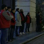 Des musulmans aident à surveiller l'église de Lens pendant la messe de Noël