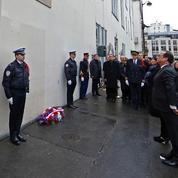 Hollande rend hommage aux victimes des attentats de Charlie Hebdo