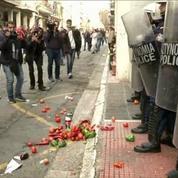 Athènes: des agriculteurs manifestent contre l'austérité, heurts avec les force de l'ordre