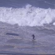Superbe: il surfe pour la première fois la vague de Nazaré en kitesurf