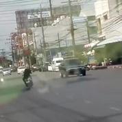 Un narcoleptique s'endort en conduisant son scooter
