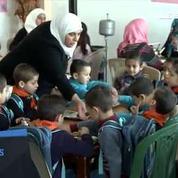 Un orphelinat syrien trouve refuge dans un hôtel à Homs après avoir été bombardé