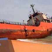 Un mystérieux bateau fantôme retrouvé sur un plage du Libéria