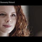 Amnesty met en scène des européens et des réfugiés dans un clip émouvant
