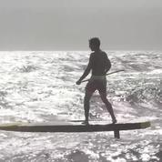 Marcher sur l'eau ou s'envoler: l'hydro foiling, cette nouvelle façon de surfer