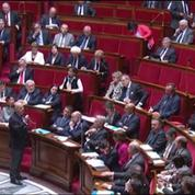 Bernard Cazeneuve affiche son soutien aux forces de l'ordre à l'Assemblée