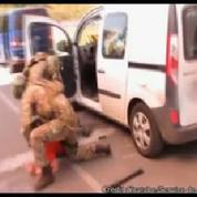 Les images de l'arrestation du suspect français en Ukraine