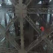 Ce jeune russe (inconscient) escalade la Tour Eiffel sans filet de sécurité