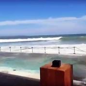 Des vagues monstrueuses déferlent sur Bali