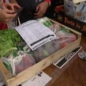 A Paris, A Bastille, un marché éphémère de fruits et légumes vendus au juste prix