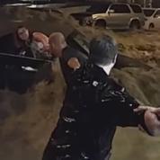 États-Unis : une conductrice piégée par les eaux sauvée de justesse