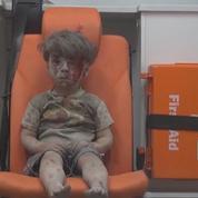 Le visage bouleversant d'Omran, 5 ans, victime de la guerre à Alep