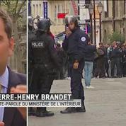 Fausse alerte à Paris: Les personnes se sont confinées dans l'Eglise