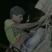 Alep : le sauvetage de Maarouf, 12 ans, coincé dans l'effondrement d'un immeuble